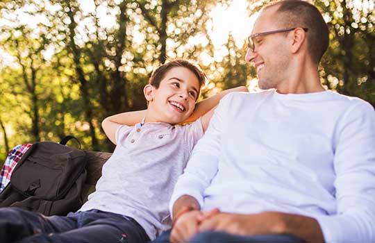 Lorsque nous étions enfants et que nous avions un problème, le fait d'en parler avec un parent, plus sage et plus expérimenté, nous a permis de relativiser.