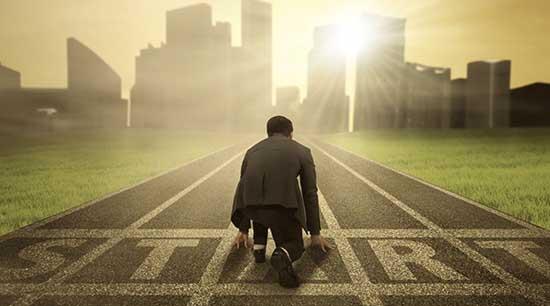 La pratique stricte de l'autodiscipline est le seul moyen d'atteindre la paix de l'esprit et le bonheur.